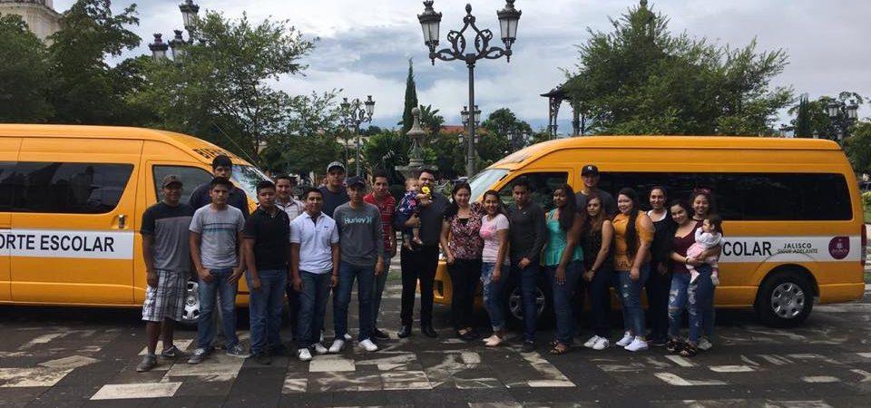 Entregan nuevos vehículos para estudiantes